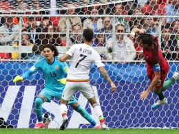 Pepe und Adrien Silva drehen die Partie
