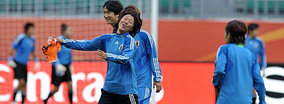 Doppelpack im Sinn: Yuki Nagasato im Training am Donnerstag bestens gelaunt.