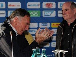 Bernd Schröder (li.) mit Kontrahent Siegfried Dietrich.
