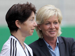Maren Meinert (li.) und Silvia Neid