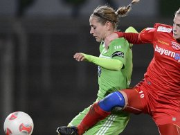 Wolfsburgs Anna Blässe (li.)