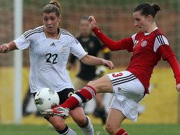Dänemarks Johanna Rasmussen (re.) gegen Luisa Wensing