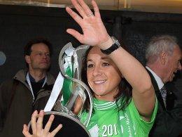 Drei Titel in einer Saison: Nadine Keßler, hier mit dem Champions-League-Pokal.