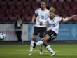 Wird wegen eines R�ckenleidens wom�glich im letzten Spiel gegen Irland ausfallen: Jennifer Cramer (re.).