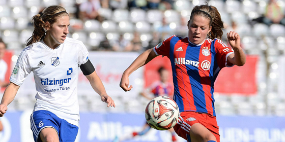 Gewann mit dem FC Bayern gegen den SC Sand: Melanie Leupolz (re.) hier gegen Rebekah Ashley Scott (li.)