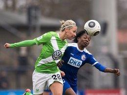 Leitete die Wolfsburger Niederlage ein: Genoveva Anonma (re., mit Lena Goeßling).