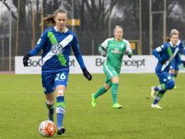 Caroline Hansen (VfL Wolfsburg) am Ball
