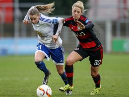 Trägt aber in der kommenden Saison das Trikot des SC Freiburg: Carolin Simon (r.).