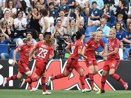 3:4 im Thriller - Lyon kr�nt sich gegen Wolfsburg