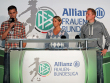 Bayerns Trainer Thomas W�rle, Duisburgs Trainerin Inka Grings und Gladbachs Coach Rene Krienen (v.li.).