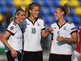 Freuen sich über die Führung: Anja Mittag, Lena Petermann und Kristin Demann (v.l.).