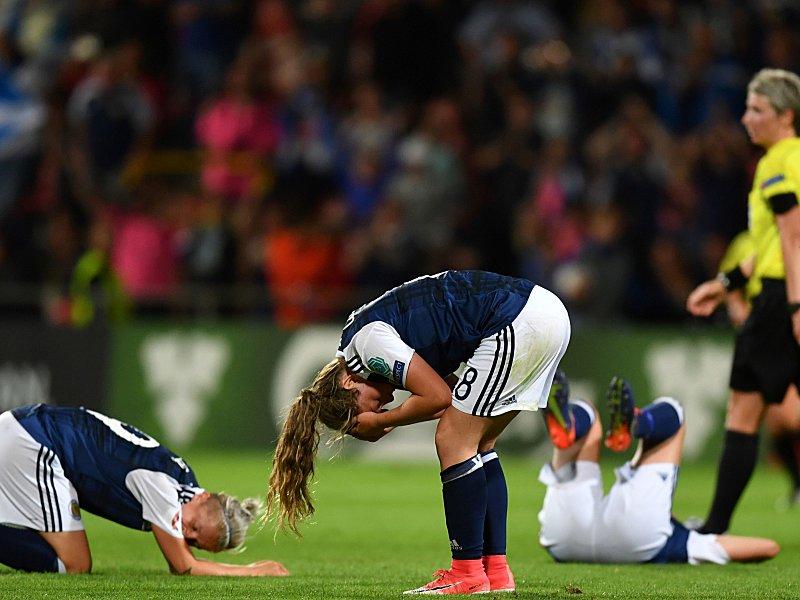 Dritter Sieg für England, Spanien im Glück
