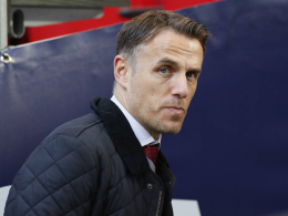Sexistische Tweets: Frauen-Trainer Neville entschuldigt sich