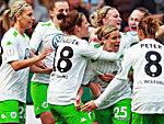 Die Frauen des VfL Wolfsburg bejubelt den Pokalerfolg.