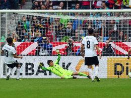 Okoyino da Mbabi trifft gegen Japan zum 2:1, am Ende siegten die deutschen Frauen mit 4:2.
