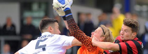 SC-Keeper Dominik Bergdorf packt zu