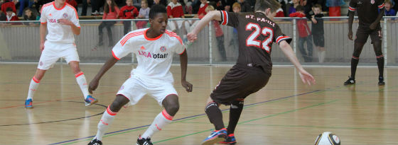 Erfolgreicher Beginn: Mit einem 5:2 über den FC St. Pauli startete der FC Bayern ins U-17-Turnier in Wiesbaden.