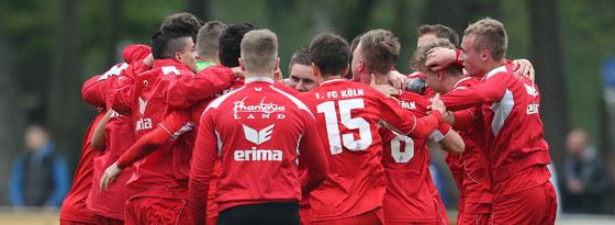 Die U 19 des 1. FC Köln jubelt über den Finaleinzug