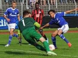 Hertha Torwart Körber hielt seinen Kasten gegen die Schalker Angreifer sauber.