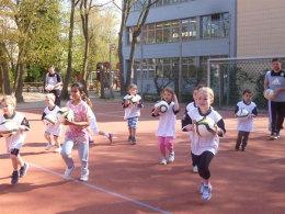"""""""Kinder von der Straße"""" will Schüler für den Sport begeistern."""