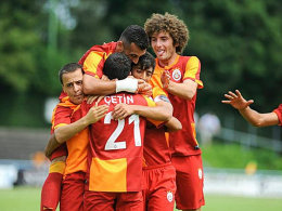 Jubel bei Galatasaray nach dem Führungstreffer von Cetin Turan.