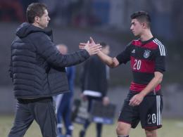 Guter Abschluss gegen Serbien: U-18-Trainer Guido Streichsbier und Beyhan Ametov.