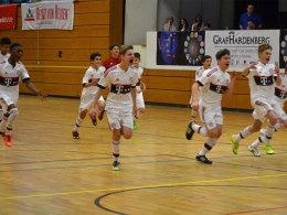 Siegerjubel: Die Spieler des FC Bayern beim Turnier in Graben-Neudorf.