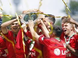 Gro�e Freude: Die U 17 von Bayer Leverkusen ist deutscher Meister