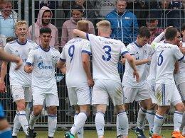 Schalke vor Finaleinzug, Dortmunder Debakel