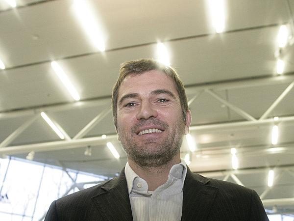 Fußball, 3. Liga: Roman Grill steigt bei Jahn Regensburg ein.
