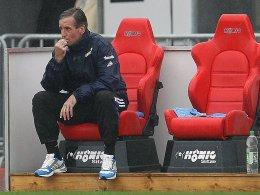 Wartet bereits seit sieben Spielen auf einen Sieg mit seiner Elf: Jenas Trainer Jürgen Raab steht vor der Partie gegen Rostock schon gehörig unter Druck.