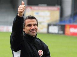 Genießt den derzeitigen Erfolg seiner Mannschaft: Wiesbadens Trainer Gino Lettieri.