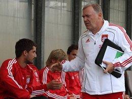 Lieblingseinwechselspieler: Hermann Gerland setzt fast immer auf Nazif Hajdarovic (links).