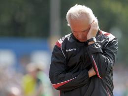 Muss in der Innenverteidigung improvisieren: Rostocks Trainer Peter Vollmann.