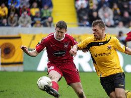 Starkes Comeback: FCH-Verteidiger Tim Göhlert (li.) zeigte bei der Partie gegen Dresden überragende Leistungen (hier gegen Alexander Esswein).
