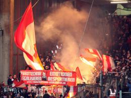 Vor dem Spiel in Offenbach protestierten Erfurter Anhänger für die Legalisierung von Pyrotechnik.