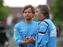 CFC-Coach Gerd Schädlich kann auch in der neuen Saison mit seinem Toptorjäger Benjamin Förster (re.) planen.