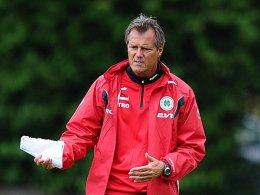 Theo Schneider, Trainer von Oberhausen überrascht von Neuzugang Fatih Duran.