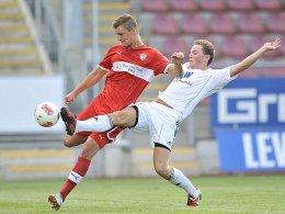 Patrick Bauer (li.) gegen Marc Hänschke vom FC Memmingen.