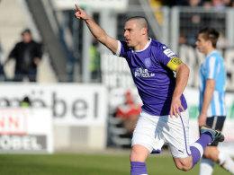Timo Staffeldt (VfL Osnabrück) feiert sein Führungstor gegen die Stuttgarter Kickers