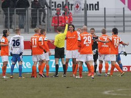 Stein des Anstoßes: Schiedsrichter Cortus zeigt Darmstadts Gorka die Rote Karte.