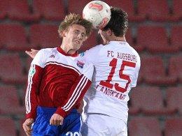 Volle Kraft voraus: Michael Marinkovic (li.) im Testspiel gegen den FC Augsburg.