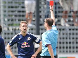 Tobias Willers sieht Rot von Schiedsrichter Marcel Göpferich.