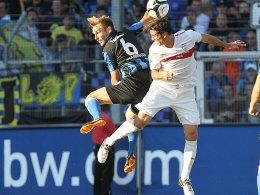 Saarbrückens Christian Eggert gegen VfB-Akteur Daniel Vier