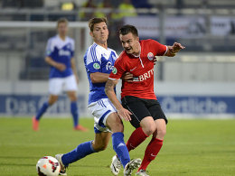Tim Danneberg (li., mit Wehens Denis Perger) erzielte den Ausgleich für Kiel.