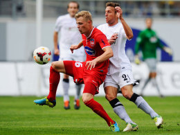Heidenheims Marcel Titsch-Rivero (li.) gegen Jens Truckenbrod