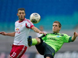 Dauerbrenner: Seit 2009 ist Fabian Gerster (li.) für die Kickers am Ball.