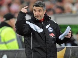 Wird anscheinend nicht mehr lange für Bielefeld Anweisungen geben: Co-Trainer Gino Lettieri.