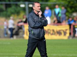 Muss sich stets Gedanken machen, wie die Probleme in Dresden in den Griff zu kriegen sind: Trainer Stefan Böger.
