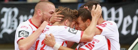 Jubel um Andreas Wiegel nach dem Erfurter 1:0 gegen Dynamo.